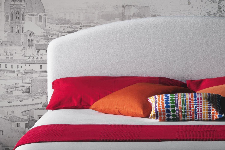 Letto imbottito con testiera curva domingo for Milano bedding