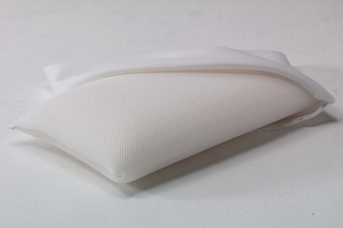Guanciale in memory traspirante con imbottitura in schiuma viscoelastica e rivestimento in fibra 3D