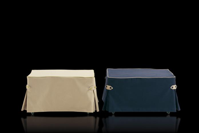 Dizzy è un pouf letto singolo con materasso da 205 cm. Versione con balza, fascette e bottoni.