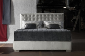 Letto matrimoniale in pelle Barth di Milano Bedding