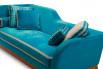 Particolare del divano Jeremie con rivestimento in velluto di Designers Guild.