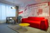 Divano rosso Parker al Radisson Red Hotel di Bruxelles