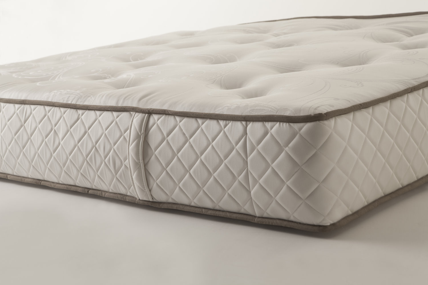 Superb mattress with springs and memory foam padding
