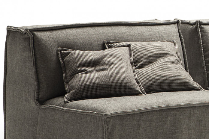 Scatter squared cushions with flat piping cm 45x45