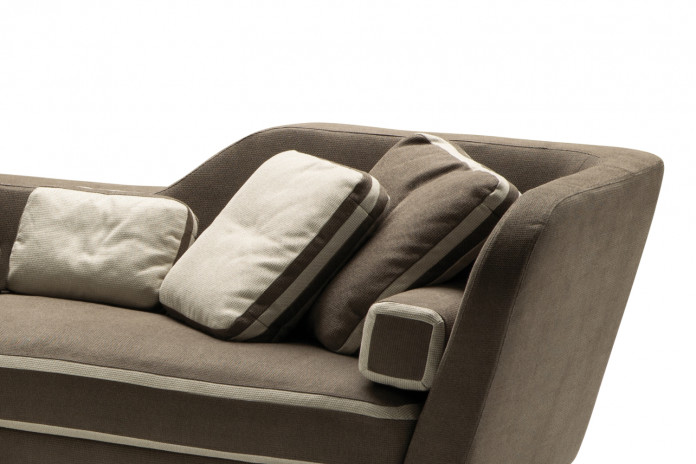 Cuscini in tessuto di varie dimensioni Jeremie: un rettangolare, due quadrati e un rullo.