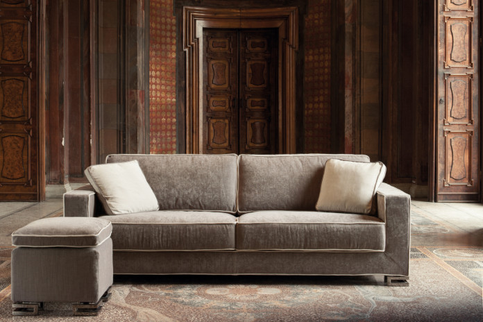 Garrison sofa bed with creased fabric cover - a modern and elegant model characterised by feet with a refined design.