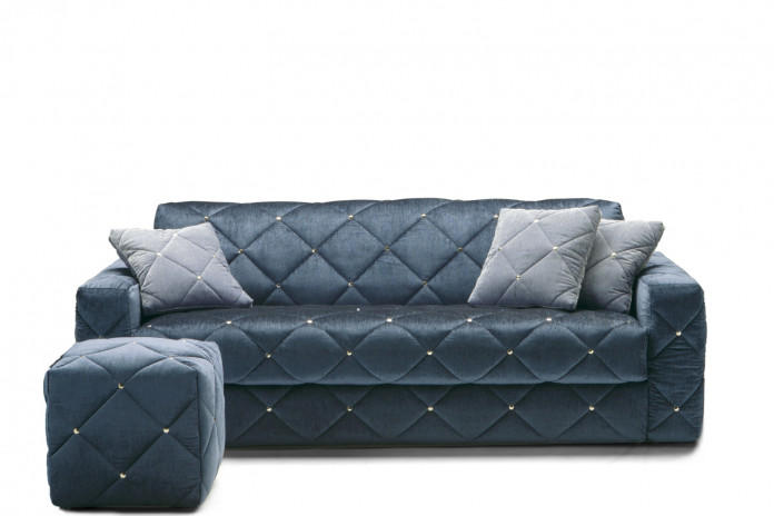 Douglas is a luxury velvet sofa bed with tufted decoration available in 2 and 3-seater models, both also available in maxi versions.