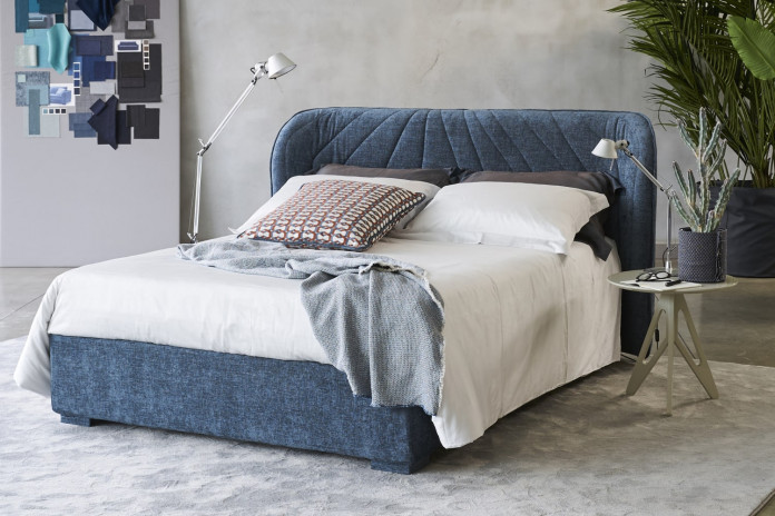 Modern winged headboard bed Victoria