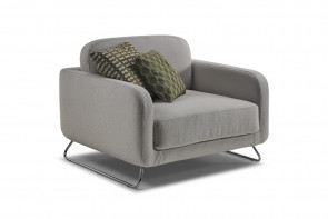 Wide armchair with metal legs