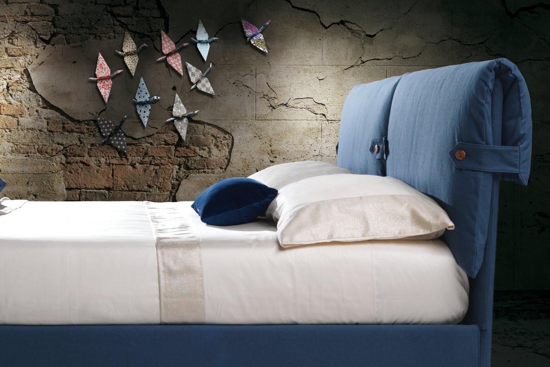 bett mit kopfteil und kissen marianne. Black Bedroom Furniture Sets. Home Design Ideas