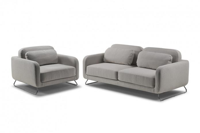 2/3-Sitzer-Sofa mit hohem Kufengestell und passendem Sessel