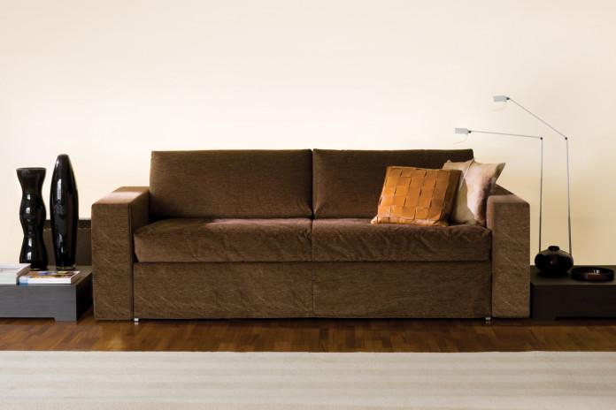 Frank è un divano letto con letto estraibile trasformabile in letto singolo, doppio o matrimoniale.