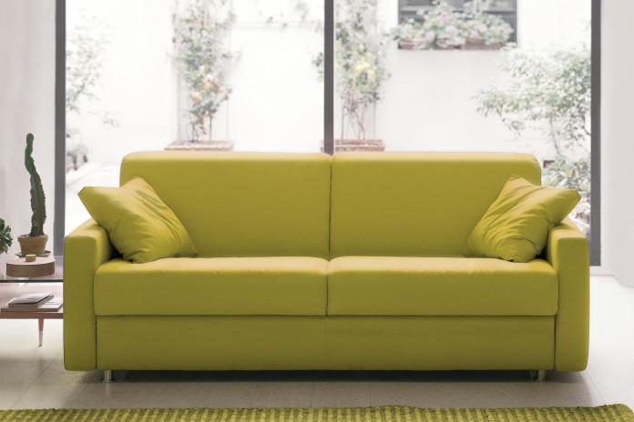 Eric è un divano letto sfoderabile in tessuto, pelle o ecopelle.