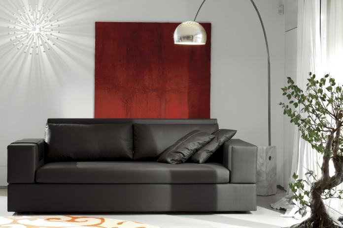 Jaco ist ein elegantes Sofa aus schwarzem Leder. 2-Sitzer oder 3-Sitzer Sofa.