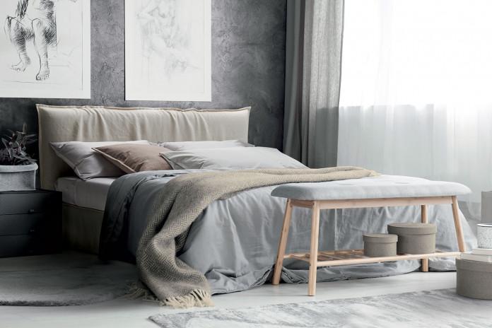 Doppelbett in abziehbarem Stoffbezug mit lässigen Shabby-Effekt