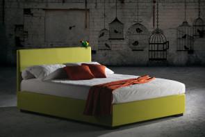 Doppelbett Malibu mit dünnem quadratischen Kopfteil.