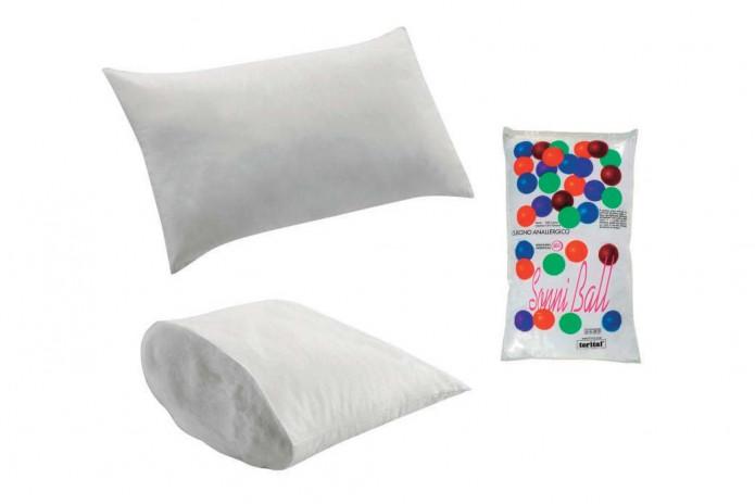 L'oreiller possède un rembourrage 100% PL et une sous-taie 100% CO