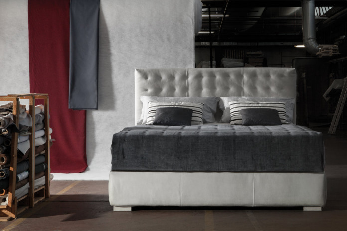 Lit avec tête de lit haute 140 cm Fiji
