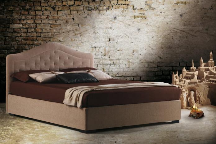 Lit avec tête de lit orientale Bora par Milano Bedding