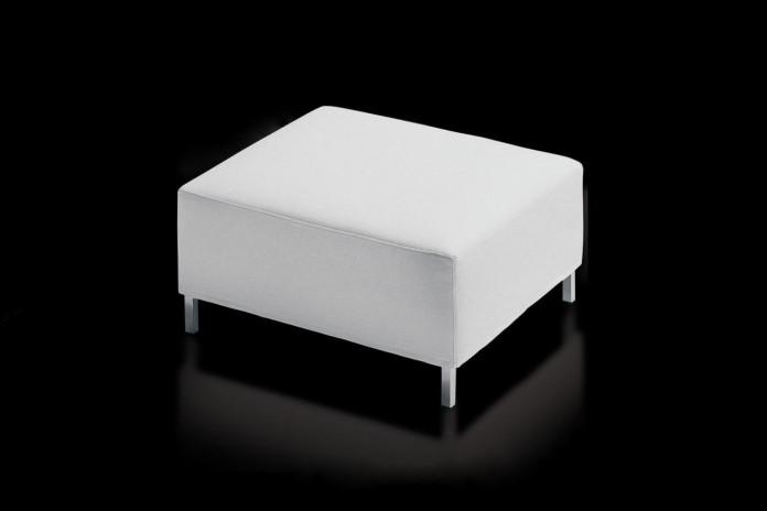 Pouf rectangulaire sur pied James: blanc ou couleurs tendance en tissu, cuir et simili