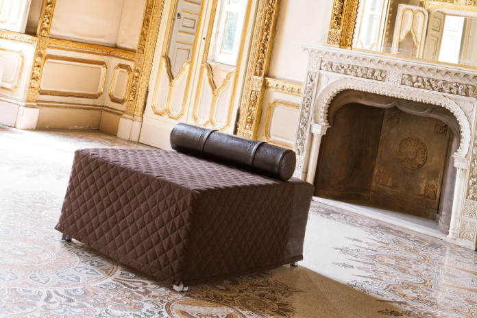 Pouf convertible en lit double Oscar en tissu, cuir ou simili cuir