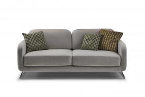 Canapé sur pied en métal avec coussins déco