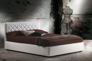 Martinica est un lit avec tête de lit matelassée à losanges
